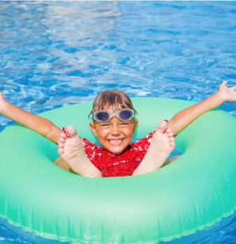 Cómo prevenir las otitis en verano.
